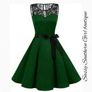 🆕⭐Dark green lace vintage style dress